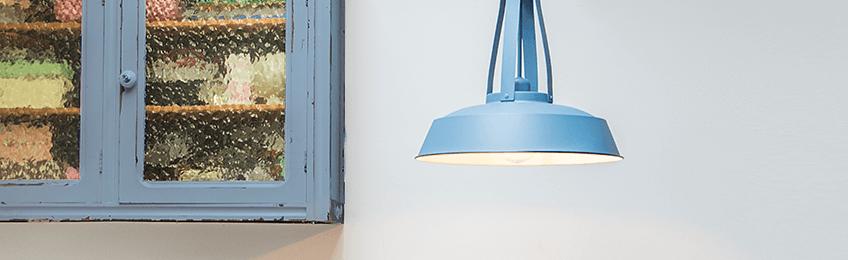 Las pantallas de las lámparas azules