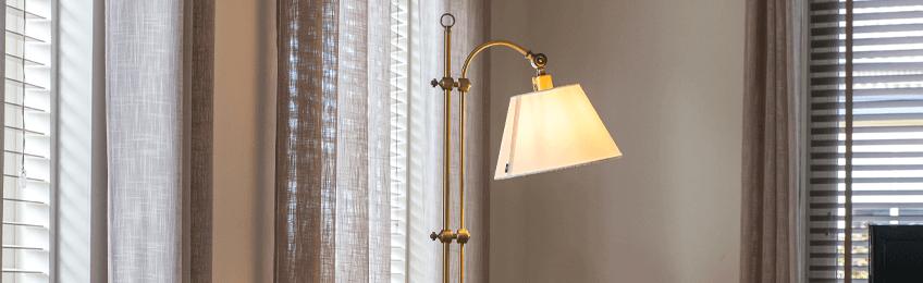 Lámparas de piso de bronce