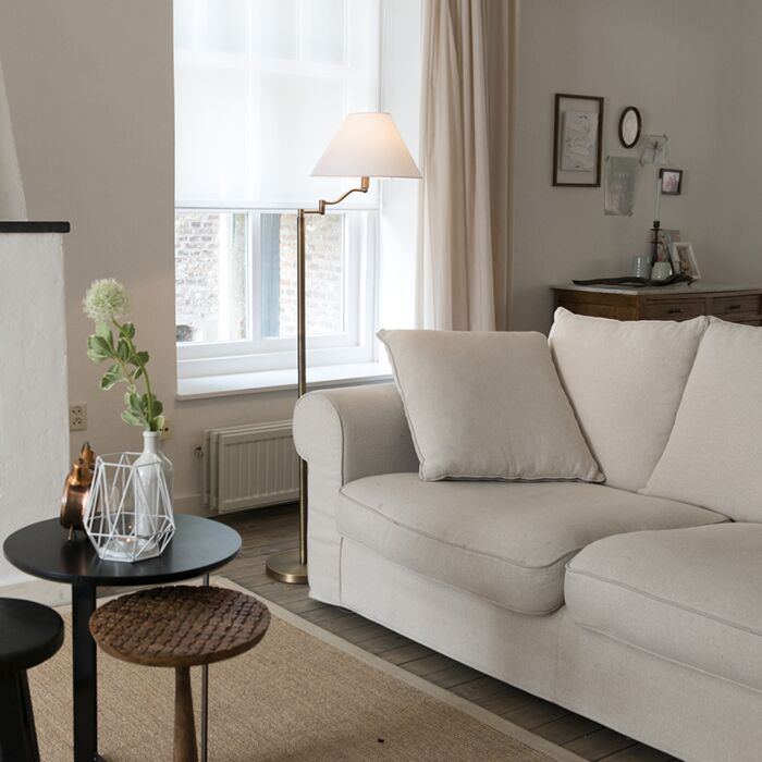 Lámpara-de-pie-SWING-bronce-con-pantalla-blanca