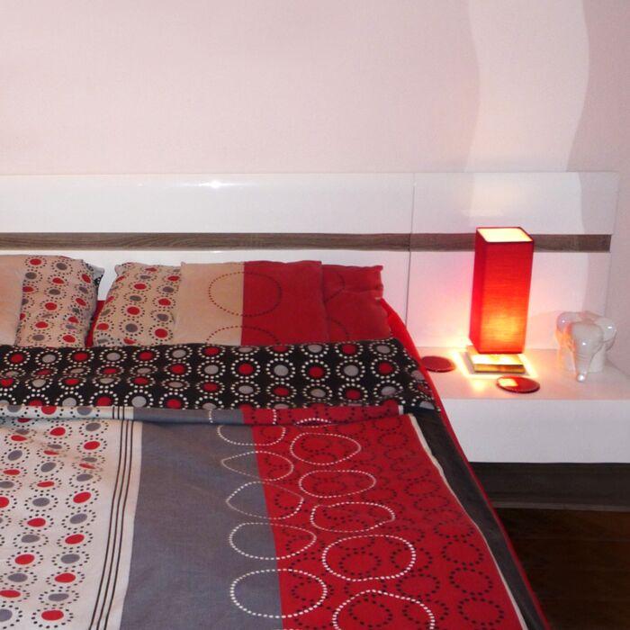 Lámpara-de-mesa-TOWER-táctil-roja